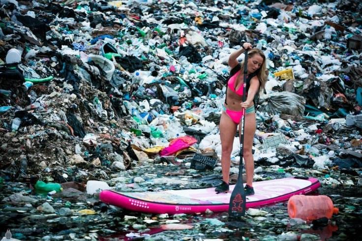 Мир тонет в горах пластикового мусора, который не разлагается