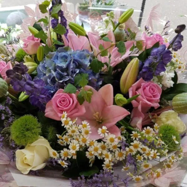 HOW TO MAKE YOUR CUT FLOWERS LAST LONGER