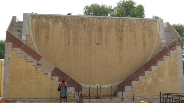 Jantar-Mantar-dakshinottara-Bhitti