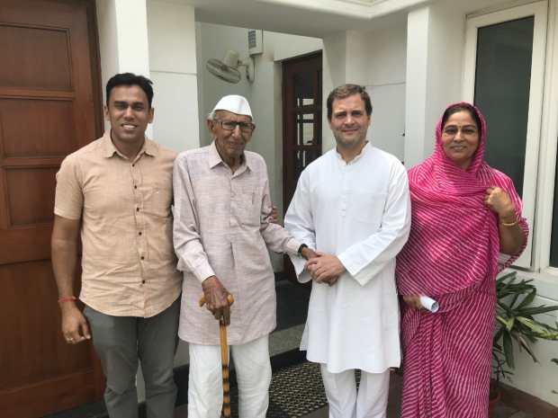 Rameshwar-Choudhary-with-Rahul-Gandhi
