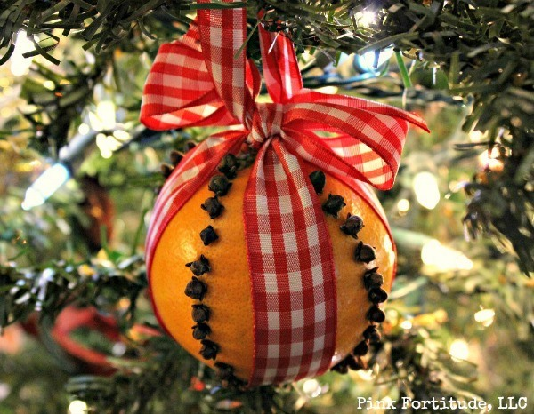 Fragrant and Festive Pomander Tutorial by coconutheadsurvivalguide.com #DIY #craft #Christmas #colonial
