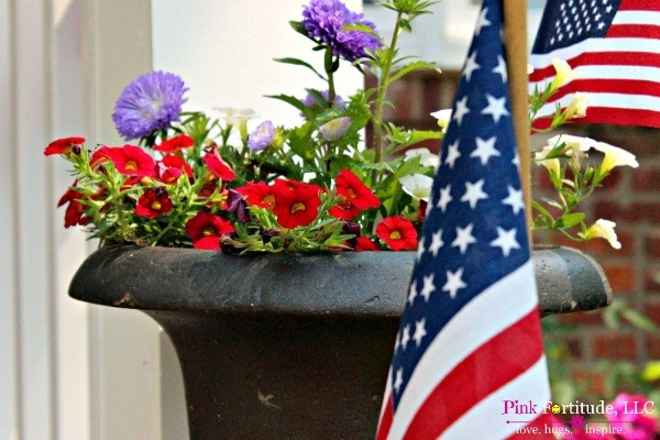 4th of July Patriotic Porch Decorations by coconutheadsurvivalguide.com