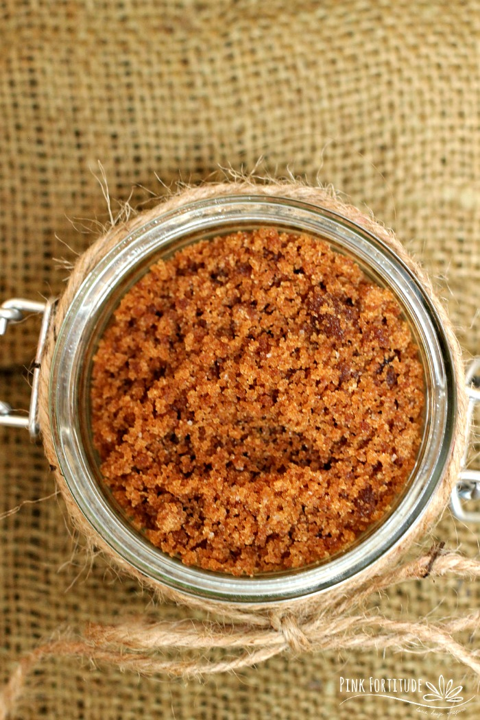 It's almost fall, which means pumpkin spice EVERYTHING! This pumpkin spice sugar scrub only take a few minutes to make, and it's the most decadent treat for your skin this fall. Here's the quick and easy DIY...