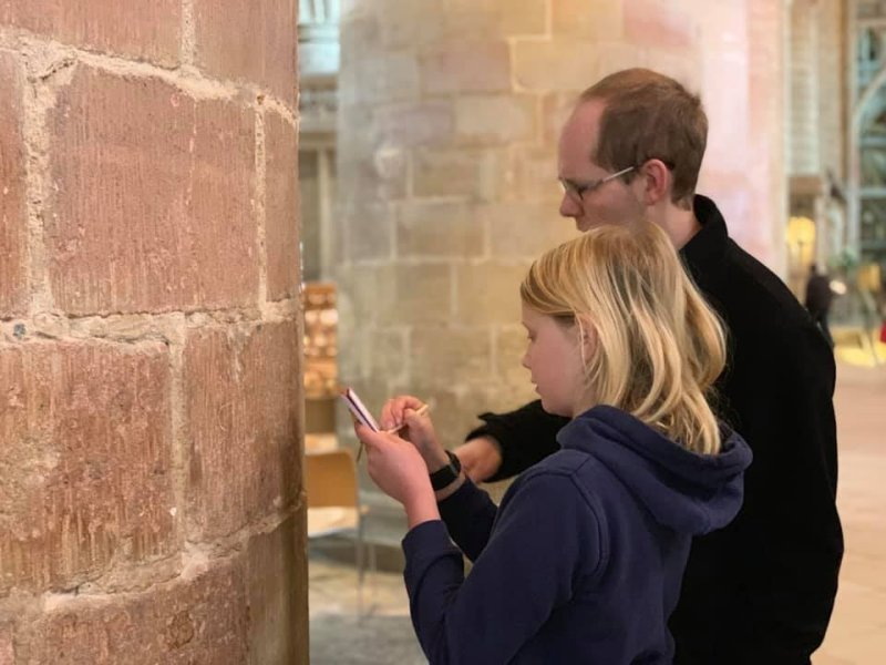 identifying the markings on the pillars at Gloucester Cathedral