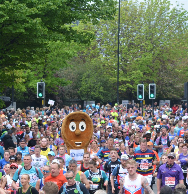 sea of runners at london marathon