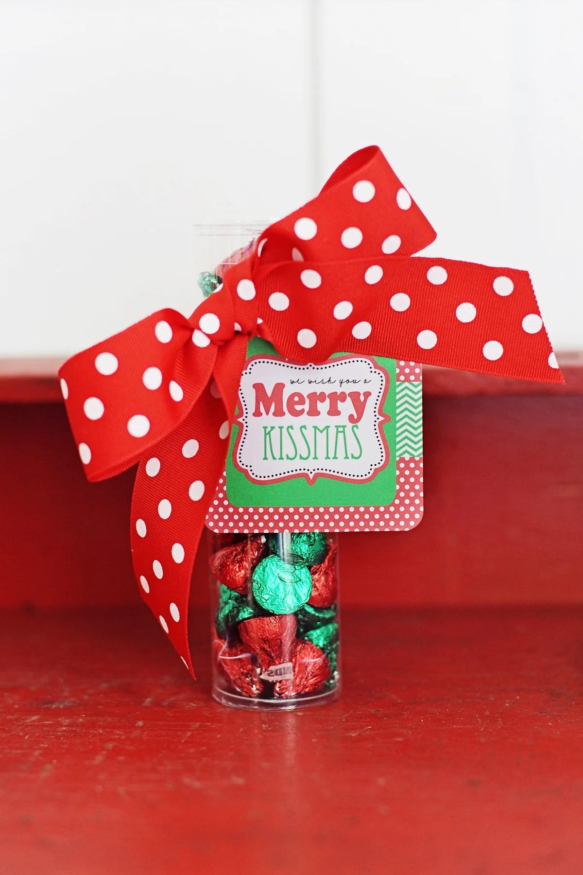 Merry kissmas free printable tags