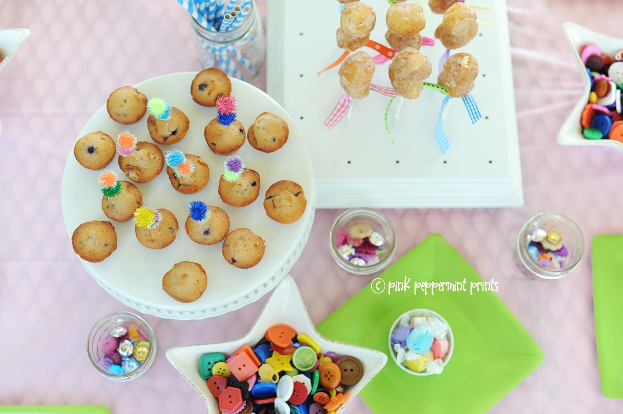 Cute craft party art party ideas for kids parties birthdays craft camp summer ideas button bracelets button crafts no sew diy