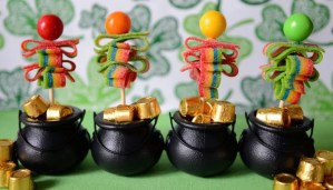 DIY: St. Patrick's Day Candy Pops