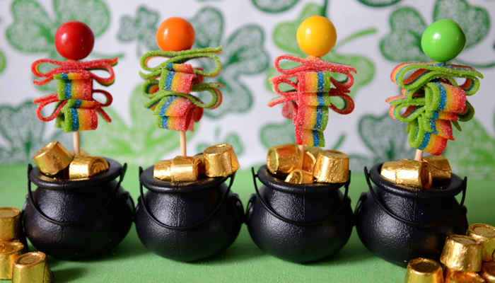 DIY Leprechaun Candy Pops for St. Patrick's Day by Laura Davis via Pink Peppermint Design