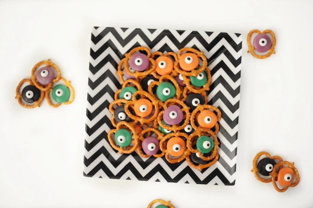 i've got my eyes on you halloween treat recipe and free printable