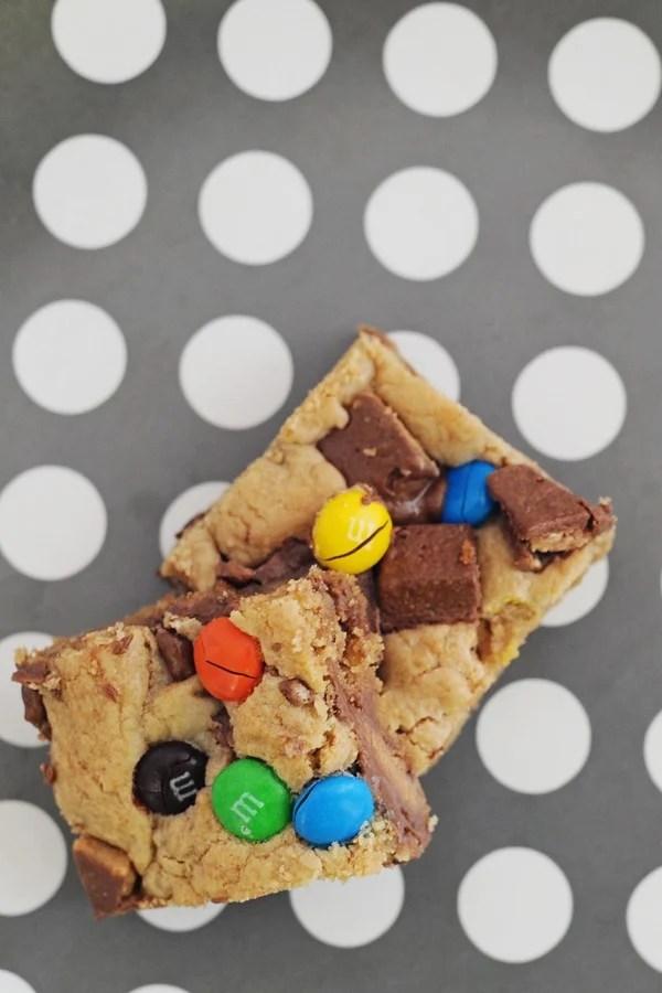 Easy Leftover Halloween Candy Recipes : Halloween Blondies