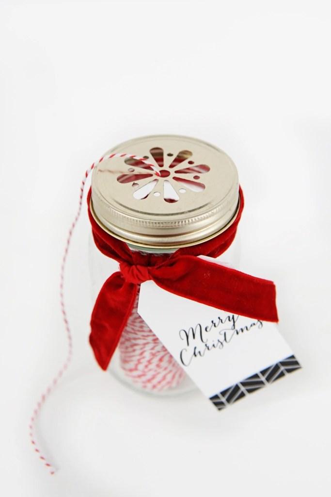 easy DIY Christmas gift and free printable merry christmas tag