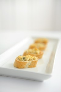 Easy Blue Cheese and Honey Appetizer Perfect for Entertaining