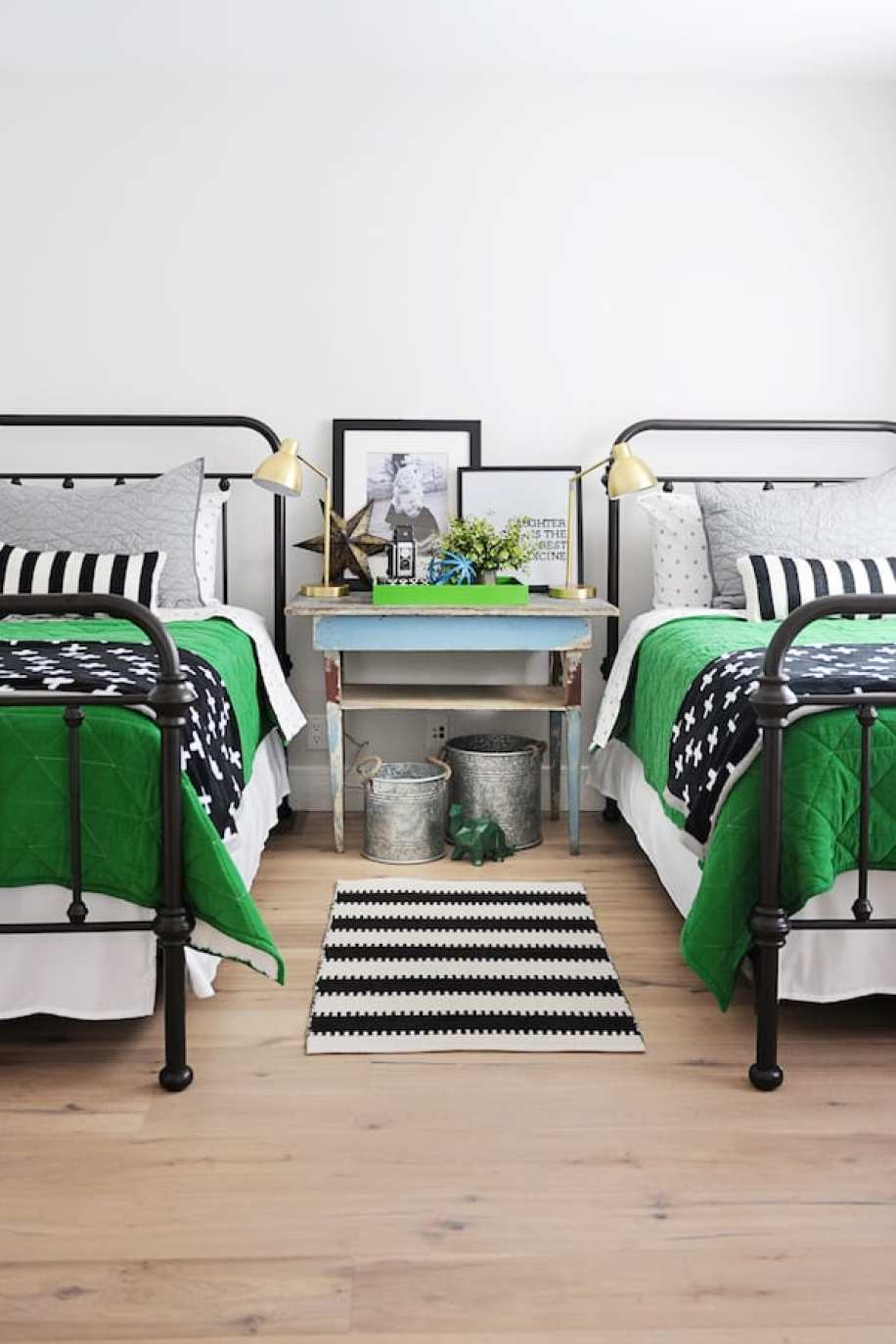 How to decorate a guest bedroom