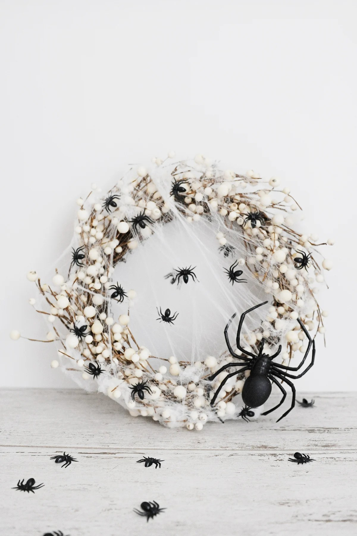 DIY spider wreath for halloween