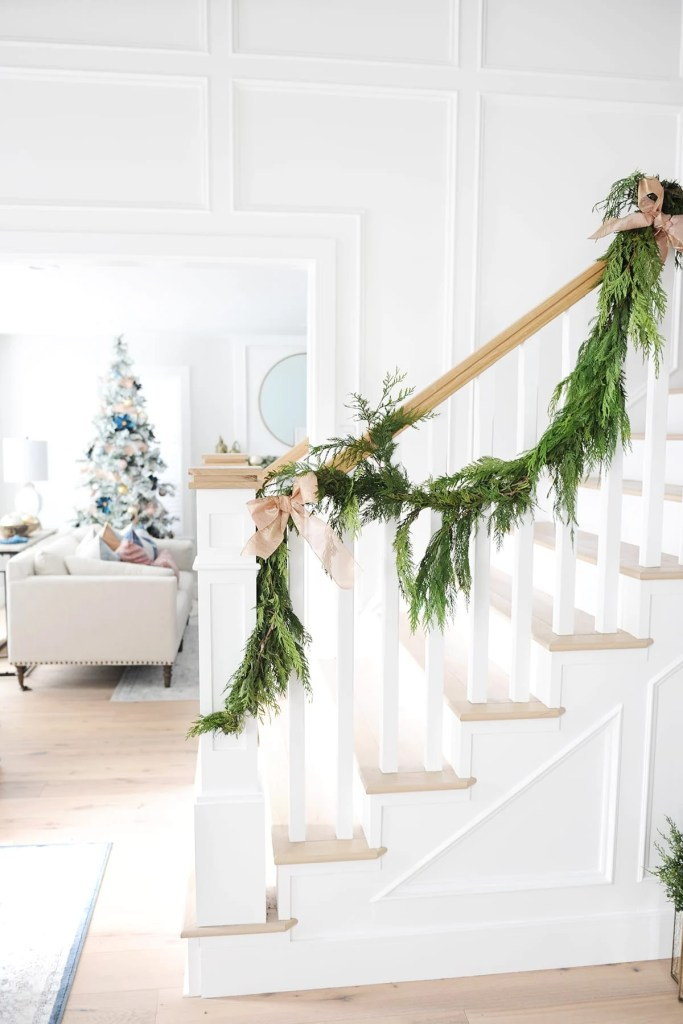 Easy Christmas Entry Way Decor Ideas