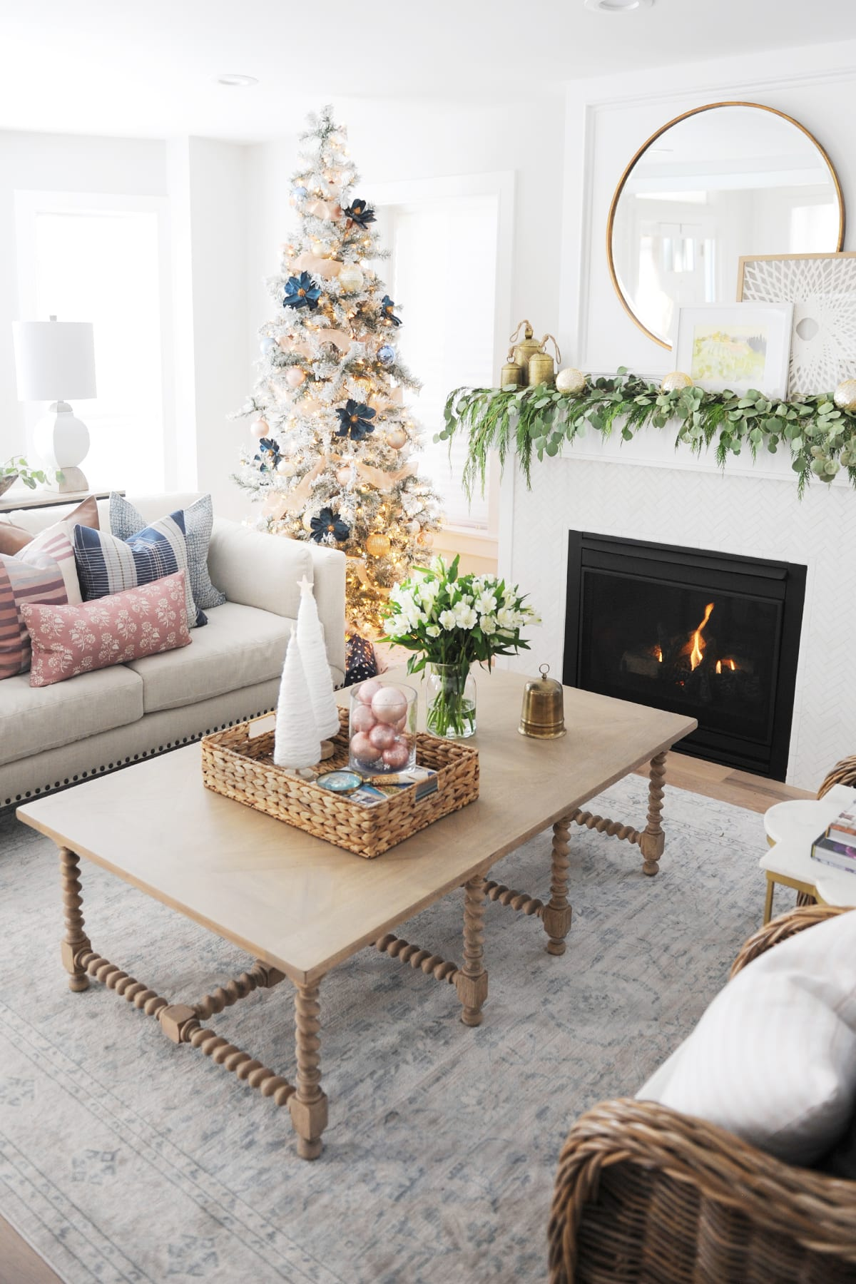 Christmas living room decorating ideas 18