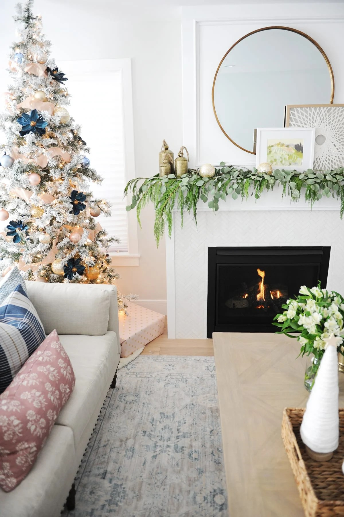 31 dazzling christmas living room decor ideas pink - Living room picture ideas ...
