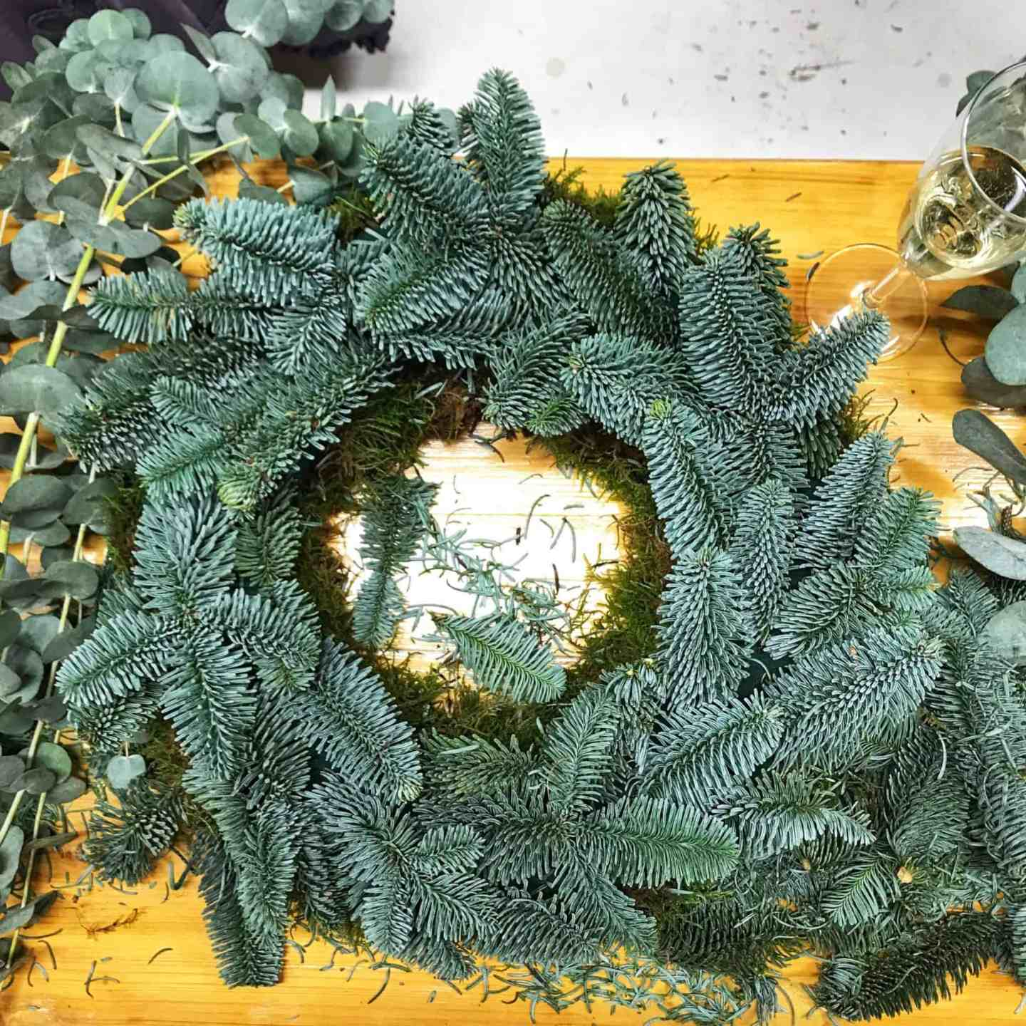 First steps in making a contemporary Christmas wreath