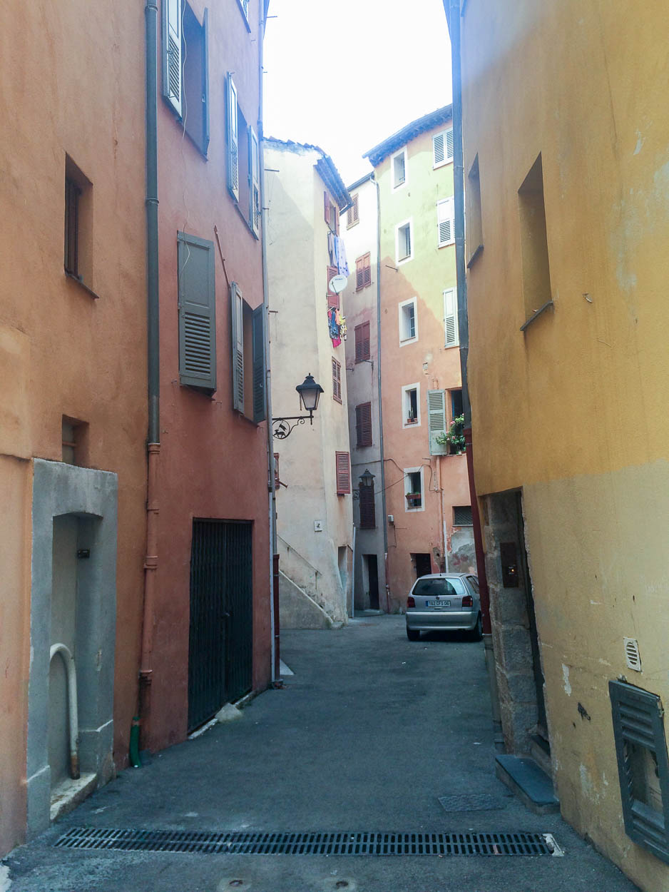 Yellow houses in Grasse