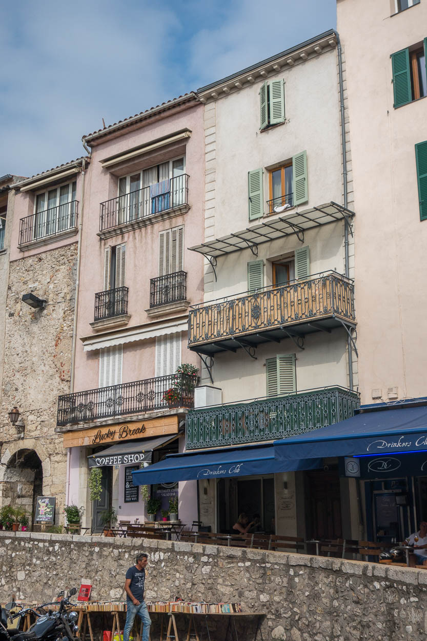 Coffee shops and bars in Antibes