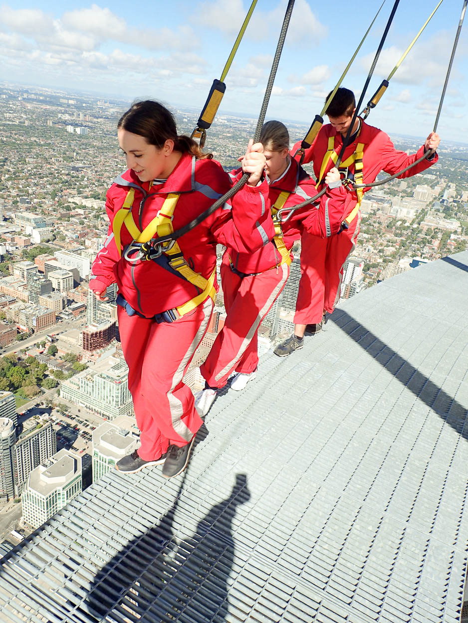 pinkschmink, Jenna and Guy EdgeWalking at the CN Tower