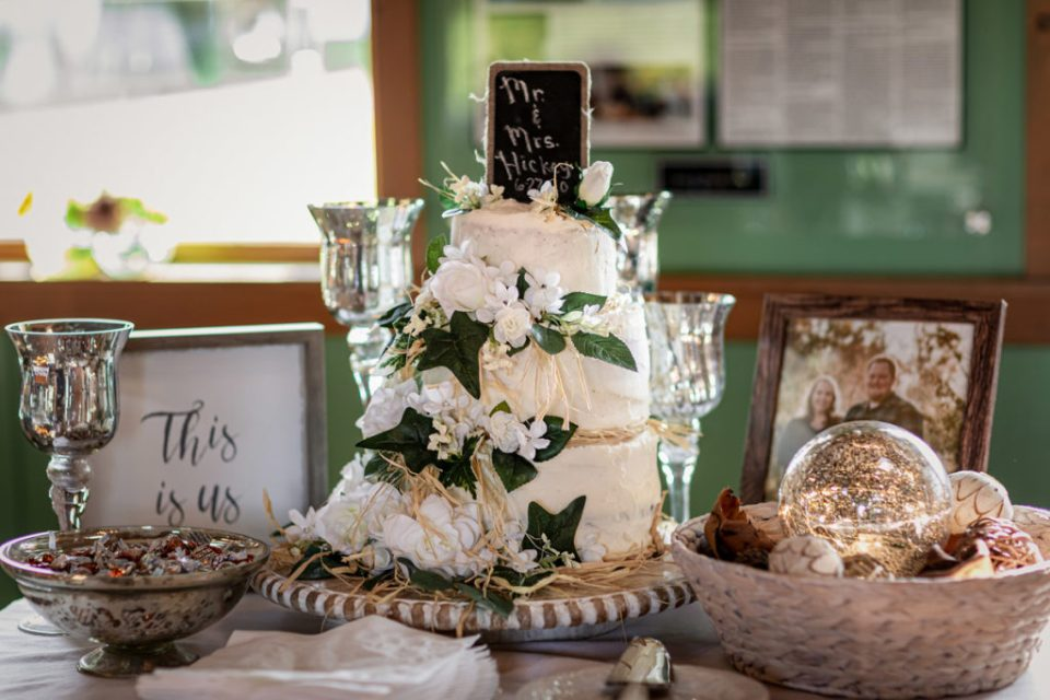 Rustic Wedding Cake | Elizabeth + Robert | Pink Spruce Photography – Sparta Wisconsin Wedding Photographer