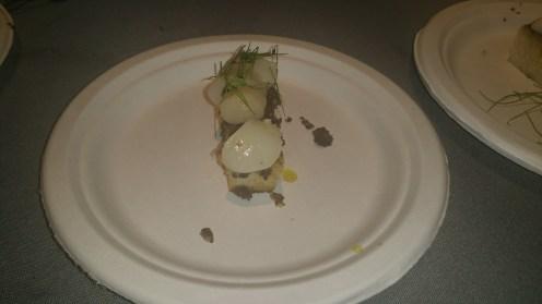 seared nantucket bay scallops on truffle garlic toast
