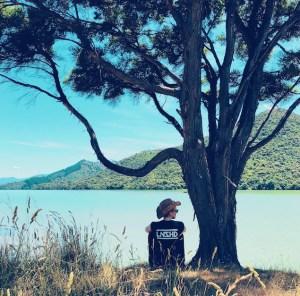 Am Wasser sitzen, Marlborough Sounds, Neu Seeland