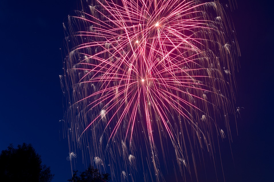 https://pixabay.com/en/new-year-s-eve-fireworks-night-1789147/