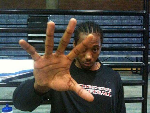 kawhi-leonard-hands