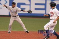 Thairo Estrada fields the ball (Robert M. Pimpsner)