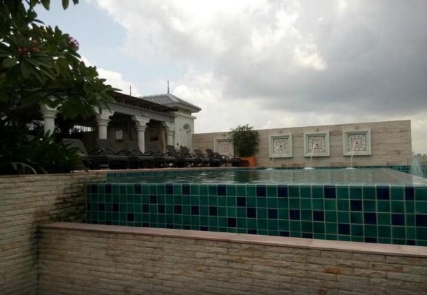 pool-rooftop_thailande-bangkok