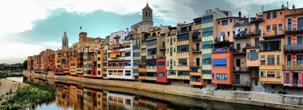 facades-de-maison-bord-riviere-onyar-gerone