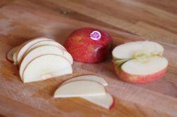 couper les pommes en lamelles - Boutons de roses