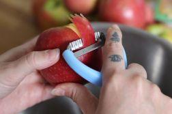 peler les pommes - Tarte aux Pommes