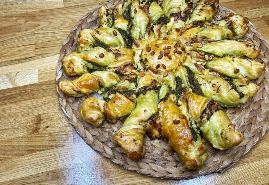 RECETTE // Tarte du soleil: pesto, fromage et pignons