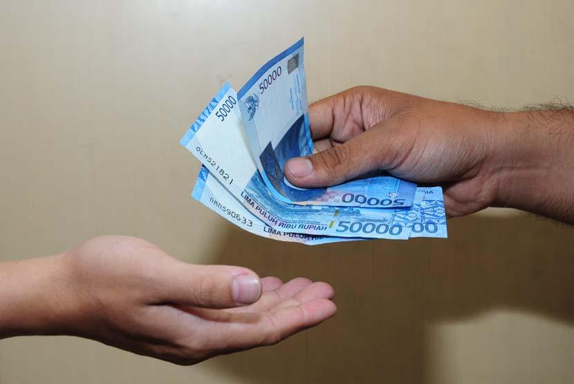 Banyak oknum tak bertanggungjawab yang mengatasnamakan Kredit Pintar. Waspada akun-akun palsu yang mengaku sebagai Kredit Pintar ya!