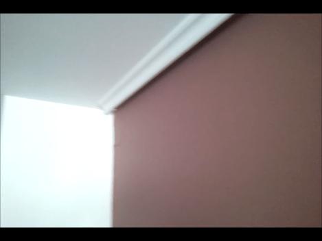 plastico color marron oscuro y beige 1