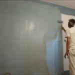 Aplicando esmalte pymacril color azul grisacio en Algete (2)