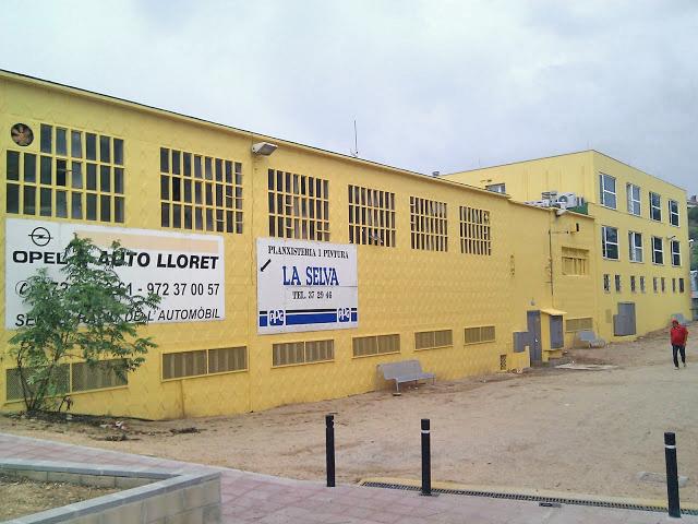 fachada restaurada y pintada en Lloret
