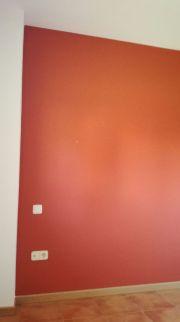 Esmalte al agua color teja en dormitorio