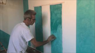 Aplicando 1ª mano de cera alex sobre estuco turquesa 1
