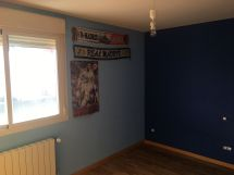 Estado de la Habitacion Paredes en plastico azul y esmalte azul oscuro (4)