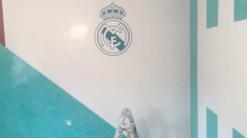 Instalando Vinilo Escudo Real Madrid 5