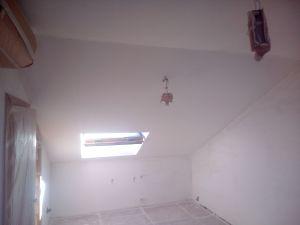 Aplicado 3 manos de Aguaplast en techo y paredes Buhardilla (2)
