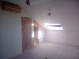 Aplicado 3 manos de Aguaplast en techo y paredes Buhardilla (5)
