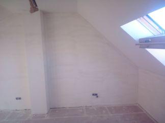 Aplicado 3 manos de Aguaplast en techo y paredes Buhardilla (8)