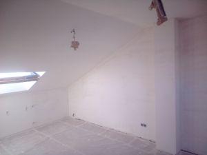 Aplicado 3 manos de Aguaplast en techo y paredes Buhardilla (9)