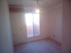 Aplicado 3 manos de Aguaplast en techo y paredes habitacion 2 (3)